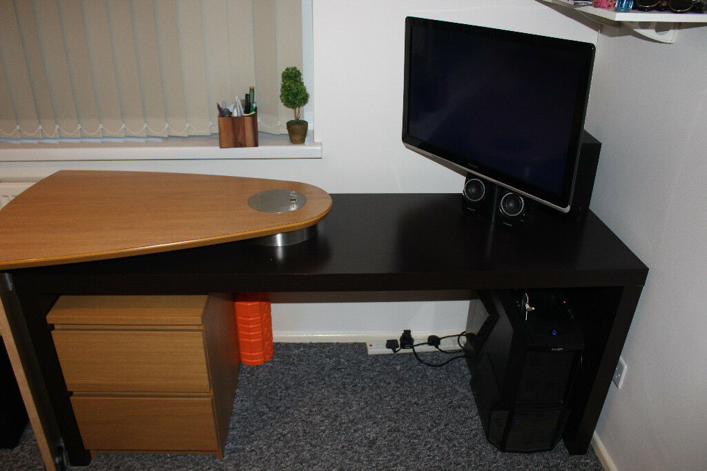 Solid CONVERTIBLE Desk + 2chest of drawers + Design chair + LCD TV PHILIPS