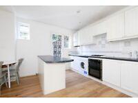 Large, Stylish 2 Double Bed Flat With Courtyard Garden Next to Highbury/Islington Station & Upper St