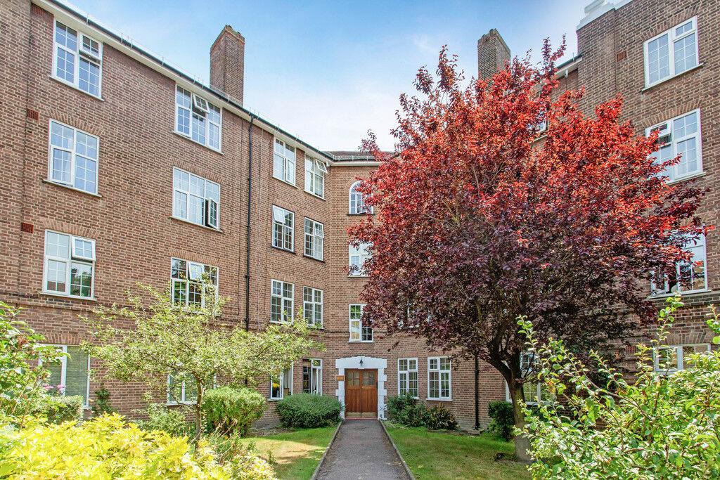 2 bedroom flat in Birkenhead Avenue, Kingston Upon Thames, KT2