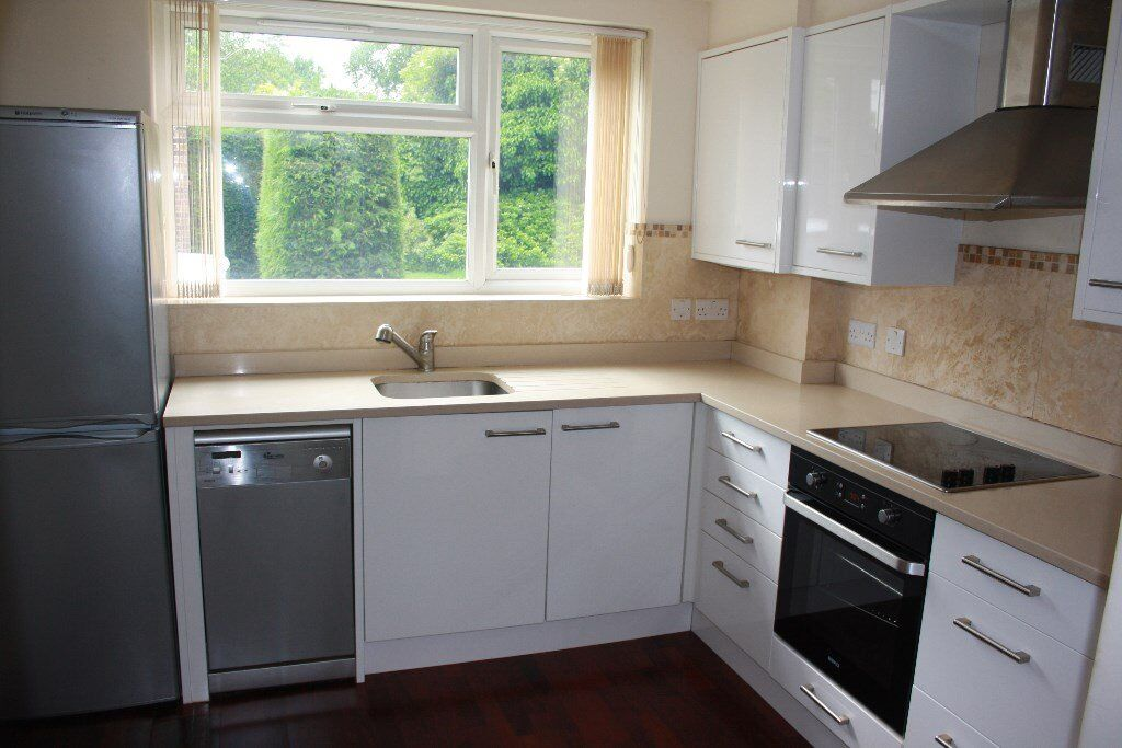 LOVELY LARGE MODERN 2 DOUBLE BEDROOM/2 BATHROOM GROUND FLOOR FLAT, WITH COMMUNAL GARDENS