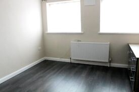 FANTASTIC HOME FOR A PROFESSIONAL FAMILY LOCATED JUST 5 MINS FROM HILLINGDON TRAIN STATION - UB10!!!
