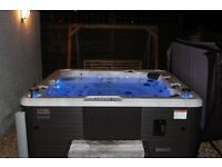 Hot Tub Canadian Spa Toronto, 3 years old excellent condition.