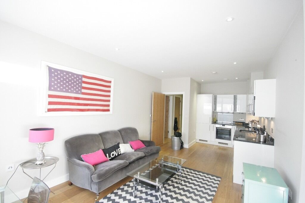AVAILABLE NOW - Stunning 1 bed in a central location