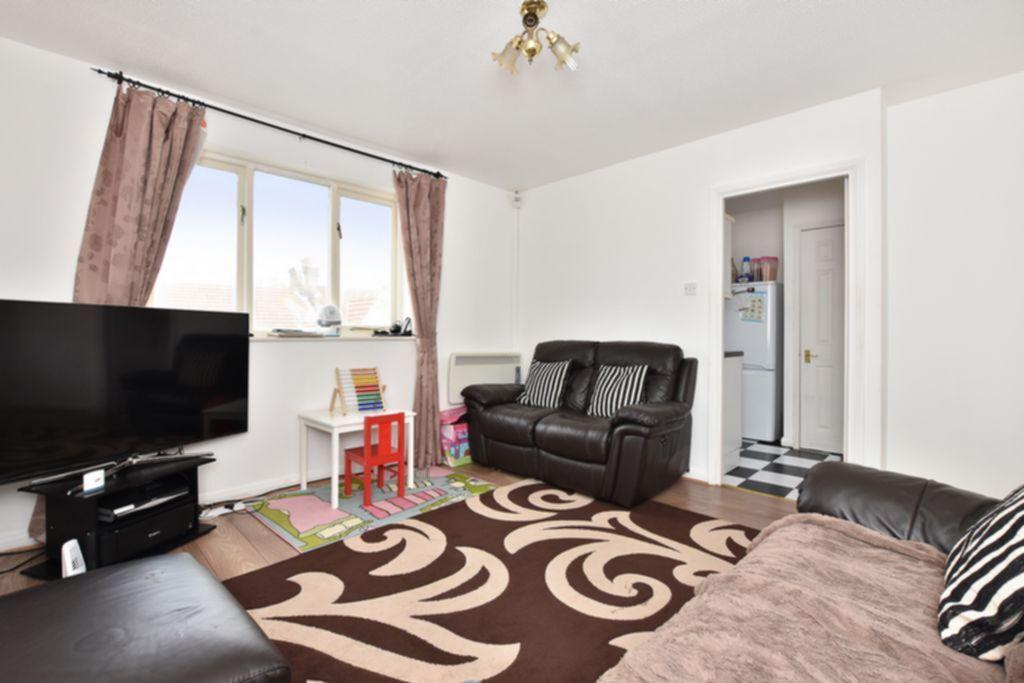 2 bedroom flat in St Erkenwald Road, Barking, IG11