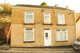 TO LET! A lovely 2-bedroom flat on Commercial Street, Blaenllechau, Ferndale. £325 PCM.