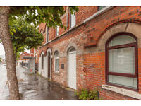 MODERN THREE BEDROOM TERRACE PROPERTY - DONGEALL ROAD - AVAILABLE SEPTEMBER 2016