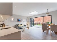 Stunning 3 bed flat on Melrose Avenue 5 minute walk from station. MUST SEE - call Ben 07947108158