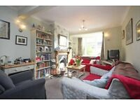 87sqm - Sunbury Modern & Cozy house share, 5 mins to Sunbury train station, 45mins to Waterloo