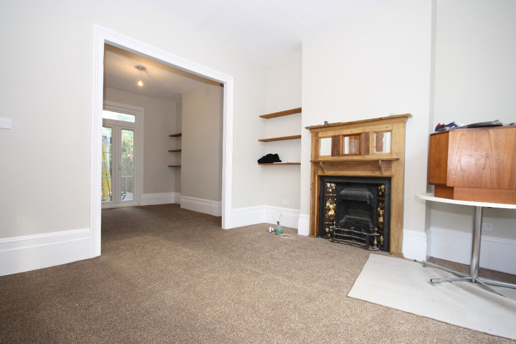 Refurbished house situated on a popular street in Brockley benefiting from a garden & 3 bedrooms