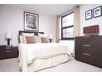 Superb furnished 1 bed duplex apartment with secure garage in Limehouse - Narrow St. 1st week Nov