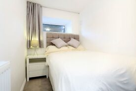 Room to rent in two Bedroom flat with ensuite bathroom and shared kitchen living room. No bills