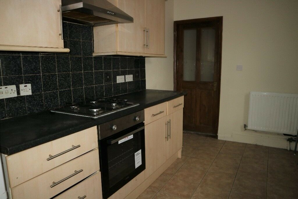 Spacious Two Bedroom Comfortable Flat In Slough Dss