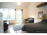 **LOOK**MASSIVE 3 BEDROOM HOUSE CALEDONIAN ROAD AVAIL NOW**