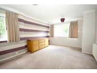 3 Bed Unfurnished End of Terrace with garage, great location