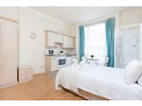 PRICE REDUCTION !!! CLEAN AND TIDY BEDSIT APARTMENT IN BAKER STREET !!!! EN-SUITE SHOWER !!!