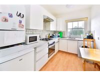 AGAR GROVE NW1: 1 BEDROOM FLAT / TOP FLOOR / SEPARATE KITCHEN / LOADS OF STORAGE / AVAILABLE 3RD NOV
