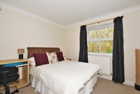 Double room for rent in Kidlington. Available 1 May - 15 Aug. Students only. £900 or £680 pcm.