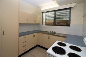 SPACIOUS Townhouse!! ) - a/c - 1 wk rent free!!! Hermit Park Townsville City Preview
