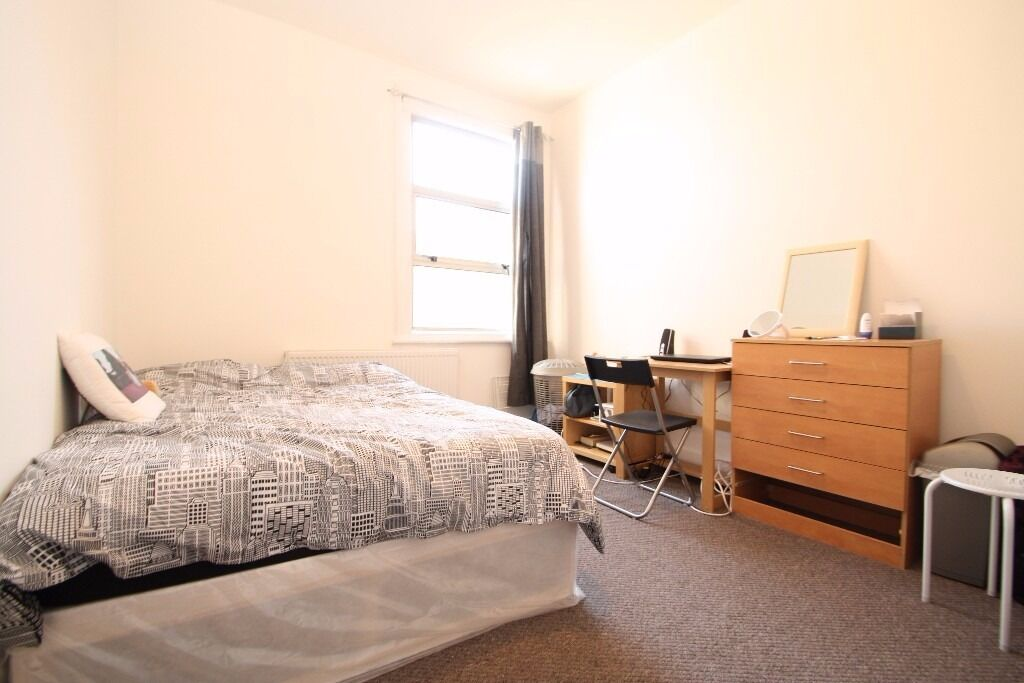 All Bills Included Large Double Room Close to Manor House Piccadilly Tube & Green Lanes Overground
