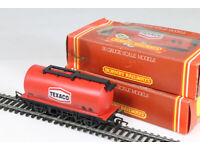 Hornby 00 gauge R.231 'Texaco' tank wagon, set of 3, as new, boxed