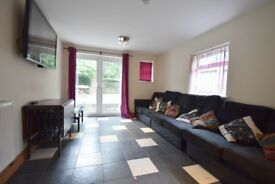 A VERY MODERN HOUSE SHARE - £330 a ROOM AVAILABLE JULY 1ST