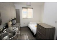 ***STUDIO FLAT WITHIN WALKING DISTANCE TO TOWN*** £650.00-INCLUDING BILLS EXCEPT COUNCIL TAX