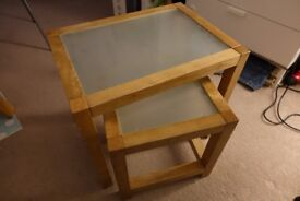 Set of 2 small coffee tables - FREE