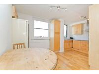 Amazing 3/4 Double Bedroom apartment, Superb Central Camden Location, HUGE Private Roof Terrace