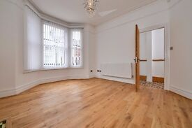 An incredibly spacious six double bedroom house to let located close to central Balham - Calbourne