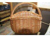 Beautiful large Wicker Basket, great condition, handle, picnics, camping, retro kitchen £20 ono