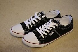 OnFire Mens Canvas Trainers in Black and Red - New and unworn, size 9 (UK 43)