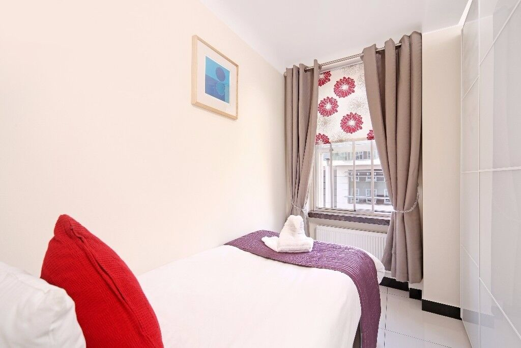 ~AMAZING~~DOUBLE~~SPACIOUS~~ROOM~~HYDE PARK~~MARBLE ARCH~~LOCATED 10 SECONDS FROM MARBLE ARCH STAT.