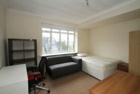 Large double bedroom in Central London, Warren Court