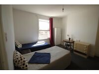 LARGE TWIN ROOM IN ARSENAL, A FEW MINUTES FROM THE STATION! IDEAL FOR ALL THOSE FOOTBALL FANS! 2A
