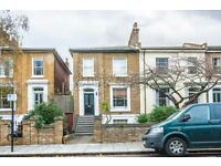 3 bedroom flat in Parkholme Road, London, E8
