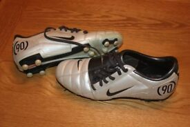 REDUCED TO ONLY £4TOTAL 90 FOOTBALL BOOTS SIZE UK 5