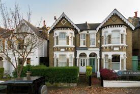 2 bedroom flat in Honeywell Road, London, SW11 (2 bed) (#1048459)