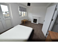 LARGE Double Room w/ PRIVATE BALCONY In Islington - Near ESSEX ROAD STATION!