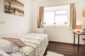 Double Bed in Rooms with double bed to rent in 3-bedroom houseshare in South Acton