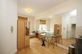 2 bed flat in mansion block, close to Earls Court