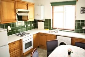 SINGLE + DOUBLE AVAILABLE - IN A 3BEDROOM FLAT - HARROW RD