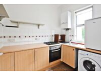 A SPACIOUS FIRST FLOOR APARTMENT MINS AWAY FROM FINSBURY PARK STATION WITH A PRIVATE ROOF TERRACE !
