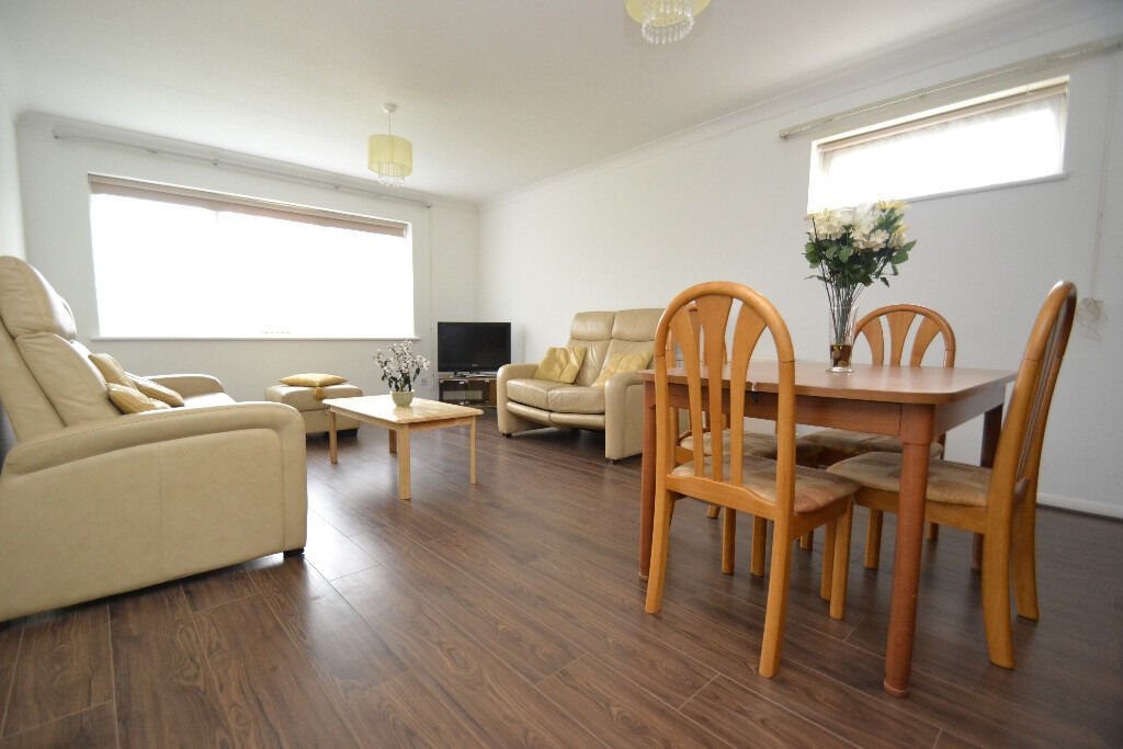 A modern two bedroom flat with two bathrooms, in the heart of Southgate.