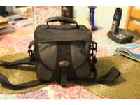 LOWEPRO EX140 Compact to Mid Sz Camera Bag w/Pocket Film-Digital SLR Used Black