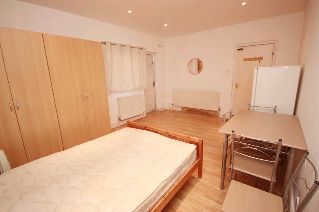Including bills! A newly refurbished studio flat located close to East Acton/White City