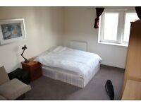 Very Large En Suite Room Within Lovely Secure Development. Perfectly Located In Canary Wharf.