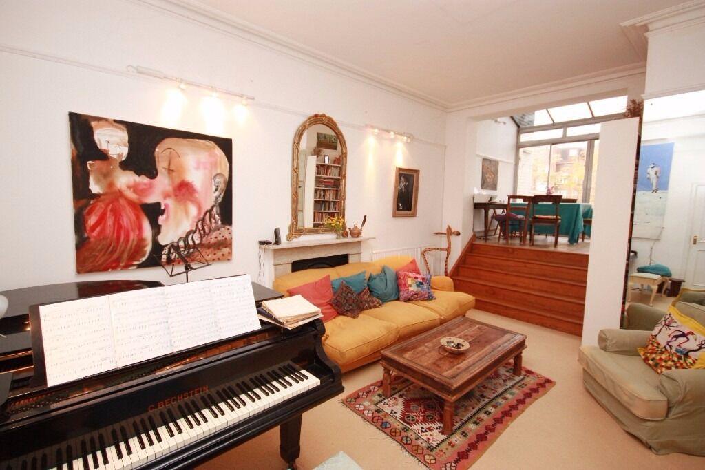 Short let! A stunning 2 bedroom split level flat in Linden gardens, Notting Hill