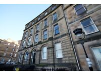 2 bedroom flat in Royal Crescent, New Town, Edinburgh, EH3 6QA