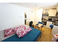 LARGE DOUBLE ROOM with OWN Kitchen. Ideal for UNIVERSITY, Coffee shops, eateries and more W1T