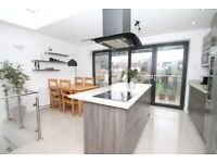 STUNNING FAMILY HOUSE TO LET*4/5 Bedrooms*close to Arnos Grove shops/bus routes/underground station